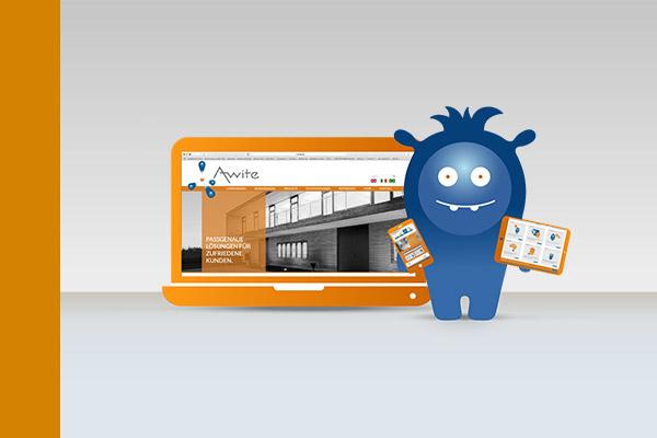 AWITE Maskottchen präsentiert die neue Webseite mit Tablet, Laptop und Smartphone